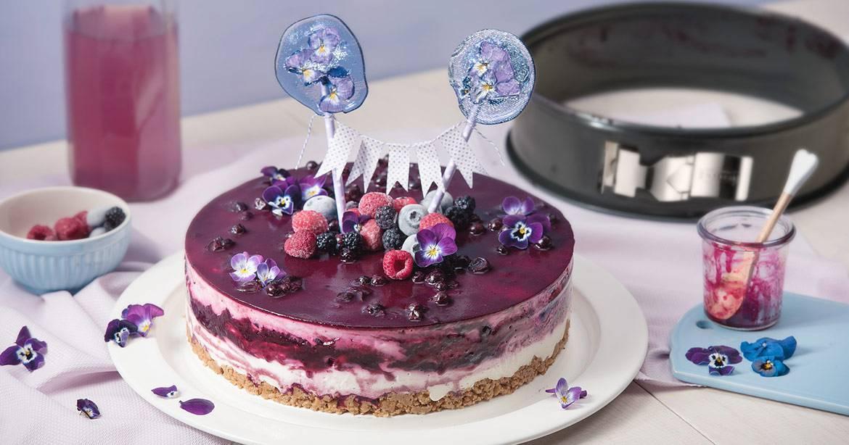 No Bake Beeren Quark Sahne Torte Mit Amarettiniboden