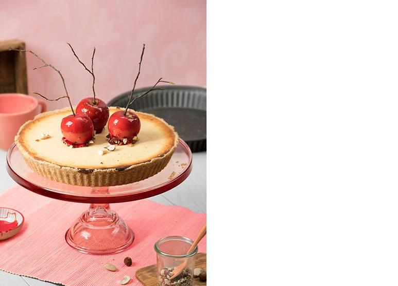 Apfel-Schoko-Tarte mit karamellisierten Nusskernen und Vanillepudding-Guss