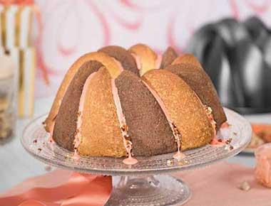 Bicolor-Bananen-Schoko-Kuchen mit Macadamianuss-Kernen