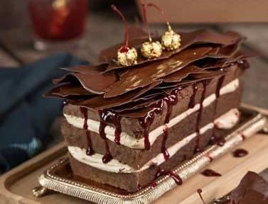 Espresso-Schokoladen-Kuchen mit Mascarpone-Kirsch-Füllung