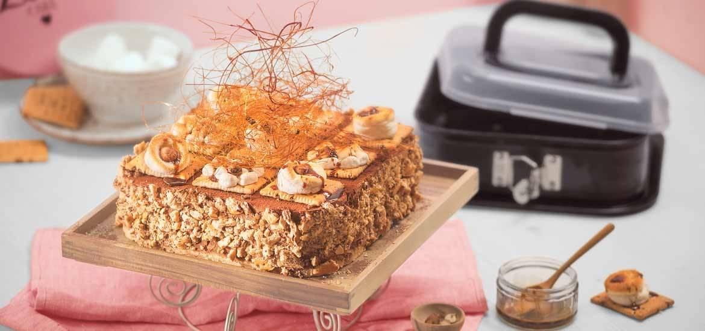 Cappuccino-Haselnuss-Torte mit Butterkeks-Boden und Karamell-Garnitur
