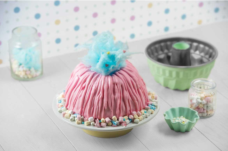 Erdbeer-Joghurtkuchen mit rosa Icing