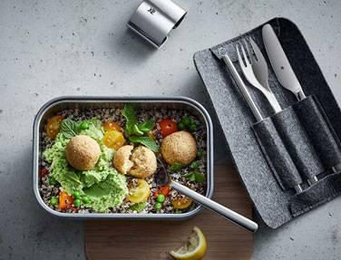 Falafel mit Erbsenhummus und Quinoa