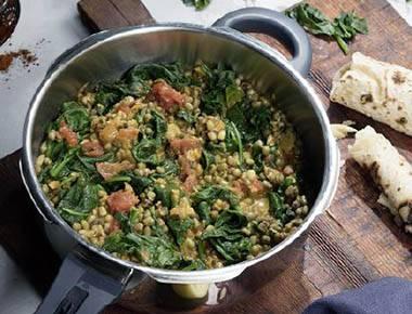 Mungbohnen-Dal mit Spinat