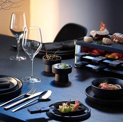 Meeresfrüchte Raclette mit Estragon Remoulade und Forellen Kaviar Schmand