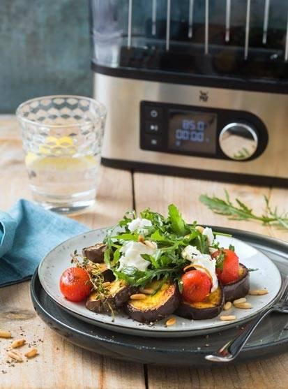 Aubergine mit Burrata, Tomate und Rucola-Salat
