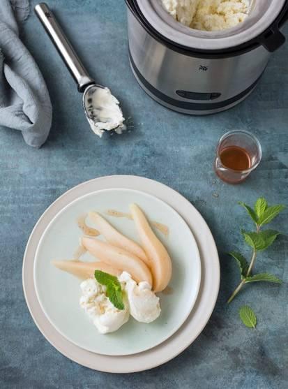 Zimt-Birne mit Vanilleeis