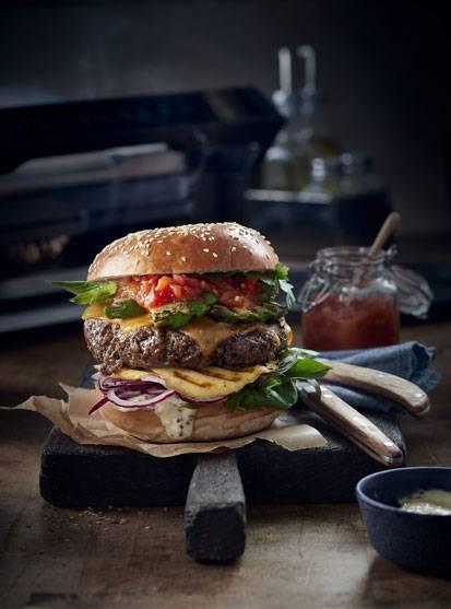 Rinder-Burger mit Avocado und Mango