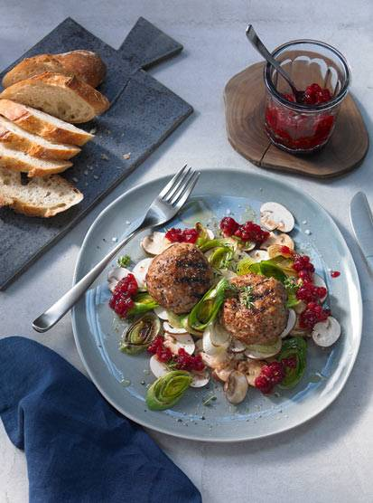 Minced veal balls with cranberries on a salad of mushrooms and roasted leek