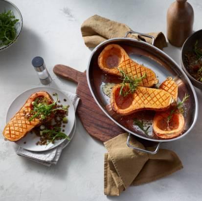 Butternut-Kürbis aus dem Ofen mit Linsensalat und Rauke