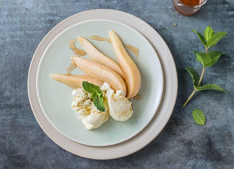Vanilla ice cream with cinnamon pears